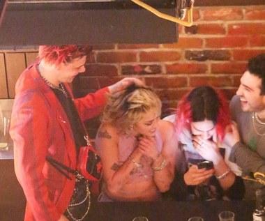 Miley Cyrus znowu pije? Imprezowe zdjęcia z Yungbludem trafiły do sieci