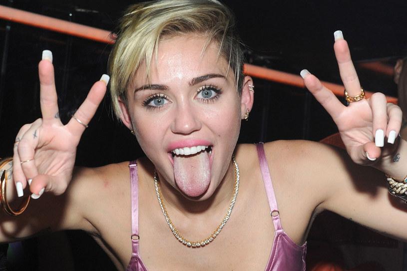 Miley stała się kontrowersyjna. W dorosłość wkroczyła w atmosferze skandalu /Getty Images/Flash Press Media