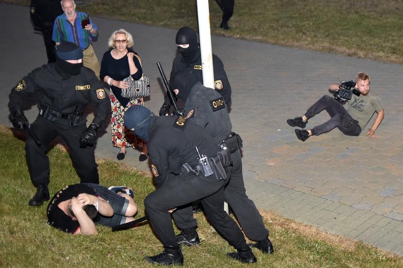 Milicja bardzo ostro potraktowała demonstrantów /AFP