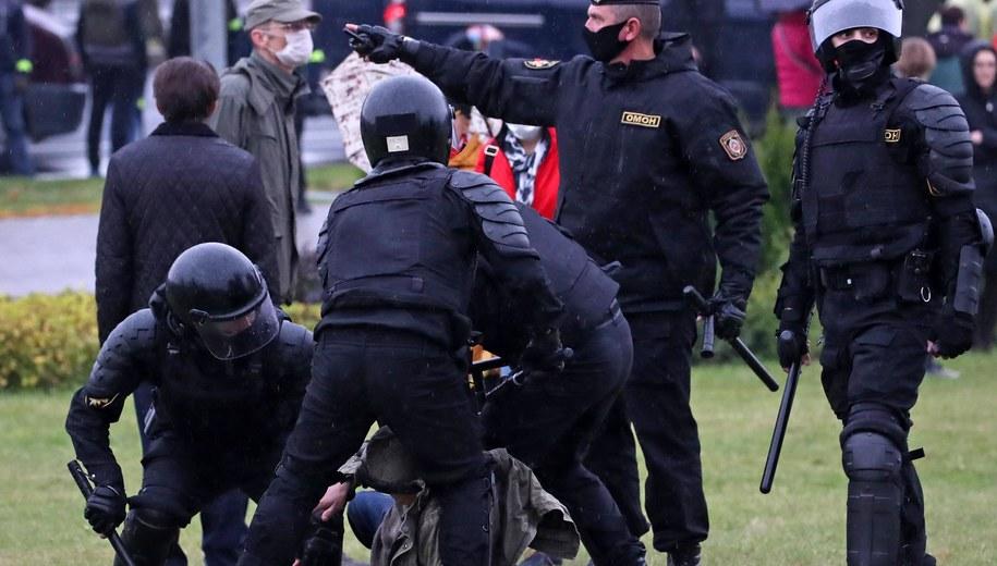 Milicja na Białorusi /Natalia Fedosenko /PAP/EPA