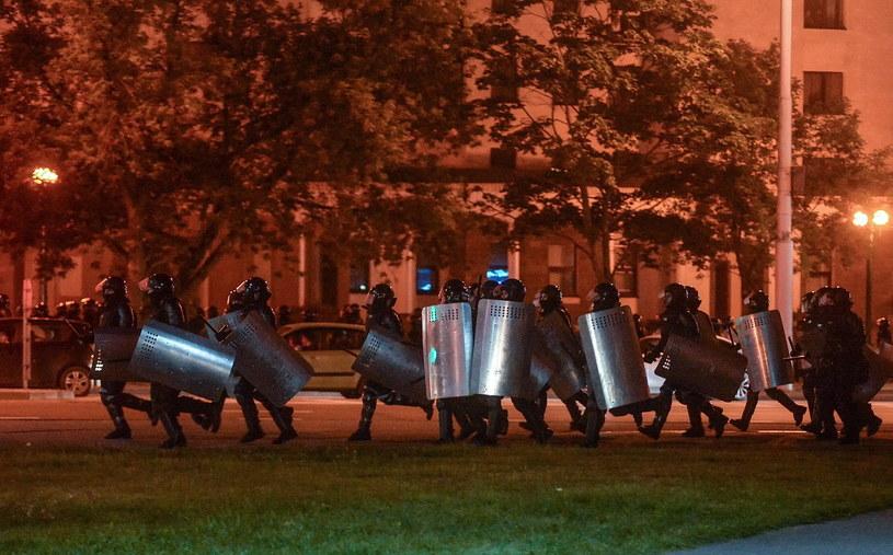 Milicja na ulicach Mińska /EPA/YAUHEN YERCHAK /PAP/EPA
