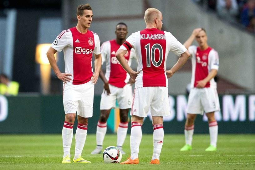 Milik (z lewej) trafił już po raz trzynasty w lidze holenderskiej, odkąd reprezentuje barwy Ajaksu /AFP