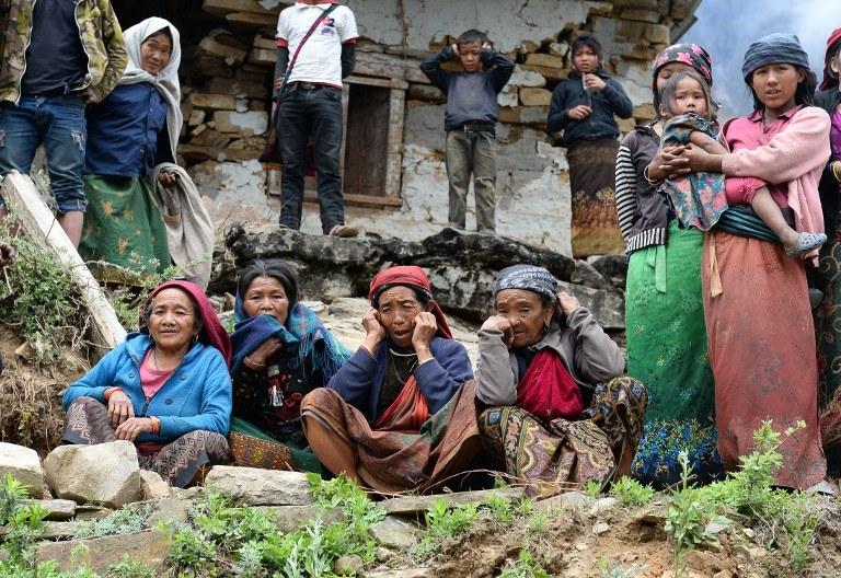 Miliony ludzi koczują na ulicach bez dachu nad głową /SAJJAD HUSSAIN  /AFP