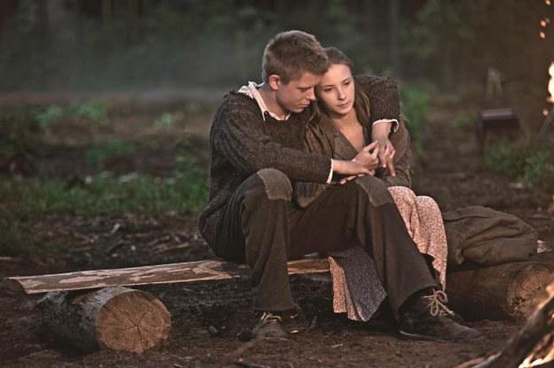 Miłość możliwa jest wszędzie. Nawet w niewoli. Staś Dolina  (Paweł Krucz) i Liubka (Valeria Gouliaeva). /Mat. Prasowe