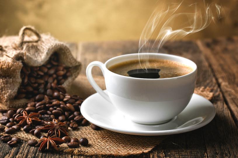 Miłośnicy kawy powinni uważać /123RF/PICSEL
