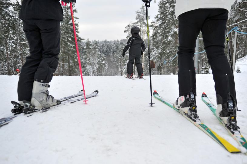 Miłośnicy narciarstwa, snowboardu, saneczkarstwa i łyżwiarstwa mogą szaleć na terenie ogromnego kompleksu sportowego /East News