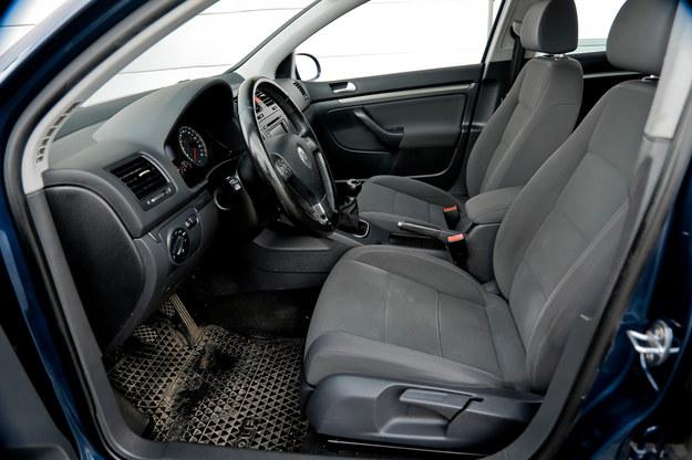 Mimo 200 tys. km przebiegu tapicerka nie nosi właściwie żadnych śladów zużycia. Fotele wciąż są sprężyste i bardzo wygodne. /Motor