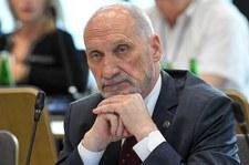 Mimo decyzji prokuratury Antoni Macierewicz podtrzymuje teorię o wybuchu w tupolewie