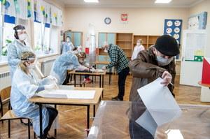 Mimo epidemii poszli do urn. PKW o przebiegu wyborów lokalnych