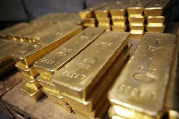 Mimo nie najlepszych wyników w ostatnich miesiącach, złoto jeszcze może dać zarobić /AFP