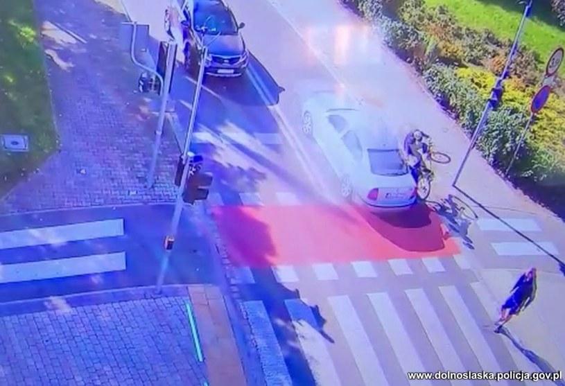 Mimo niewielkiej prędkości rowerzysta został poważnie ranny /