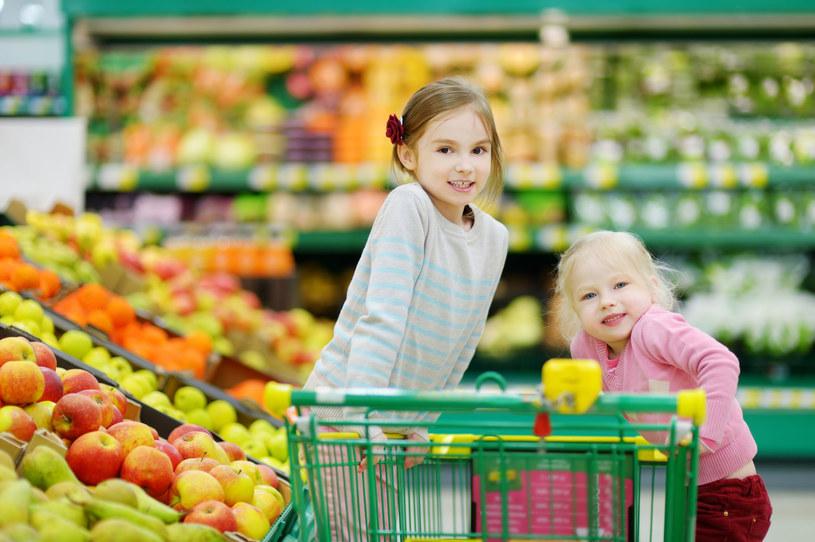 Mimo pandemii, w codziennych zakupach wciąż królują supermarkety i dyskonty /123RF/PICSEL