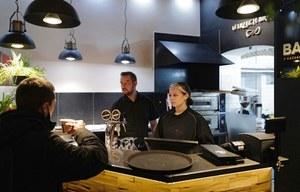 Mimo zakazu część właścicieli otwiera swoje restauracje, bary i dyskoteki
