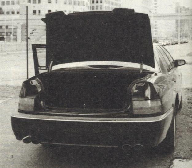 Mimo zastosowania przedniego napędu bagażnik nie jest największy w tej klasie pojazdów, ale 410 dm3 chyba zaspokoi użytkowników. 4 rury wydechowe symbolizują wysoką moc silnika. /Motor