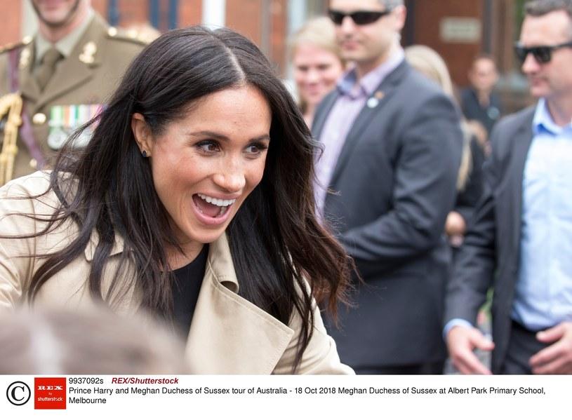Mimo że co krok łamie protokół, jest ulubienicą brytyjskiej prasy /East News