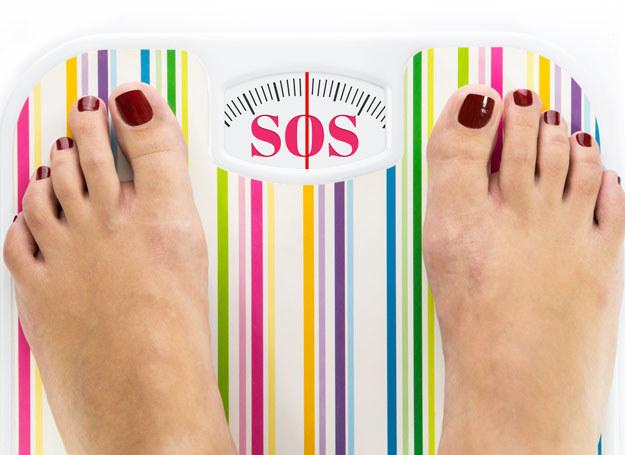 Mimo że oraz więcej osób odżywia się zdrowo, rośnie liczba osób otyłych /123RF/PICSEL