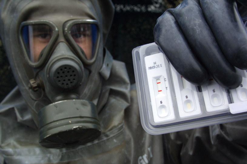 Mimo że stosowanie broni chemicznej jest w większości przypadków zakazane, to współczesne jednostki wojskowe są bardzo dobrze przygotowane do rozpoznawania tego zagrożenia /Getty Images/Flash Press Media