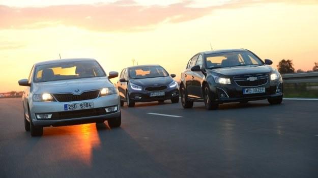 Mimo że wydaje się inaczej, Skoda to nie sedan, a liftback. Nadwozie o podobnej koncepcji ma Chevrolet Cruze, a Kia to typowy hatchback. /Motor