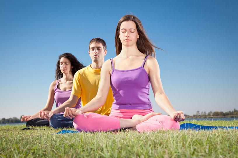 Mindfulness pomaga zniwelować skutki przewlekłego napięcia /123RF/PICSEL