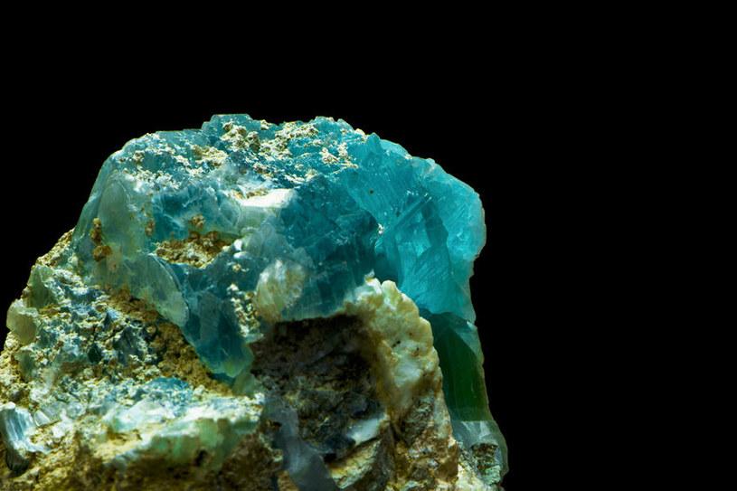 Minerały, takie jak brucyt, mogą skrywać wodę nawet 600 km pod powierzchnią Ziemi /123RF/PICSEL