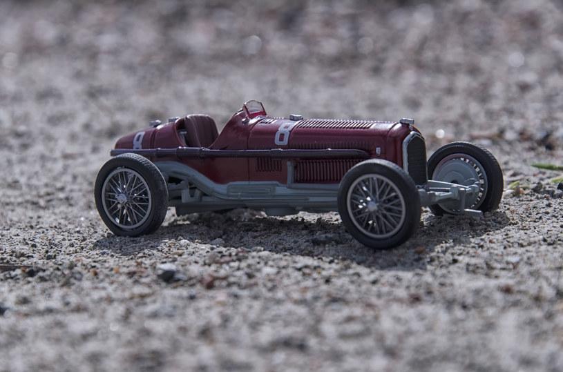 Miniaturowa kolekcja klasyki motoryzacji dla dużych chłopców to strzał w dziesiątkę! /123RF/PICSEL