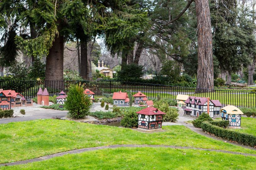 Miniaturowa wioska Tudorów /123RF/PICSEL