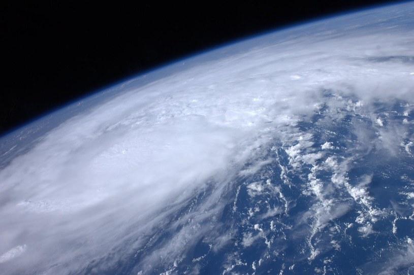 Minimalny dystans pomiędzy Ziemią a planetoidą 2014 DK10 wyniósł około 261 tysięcy kilometrów. /AFP
