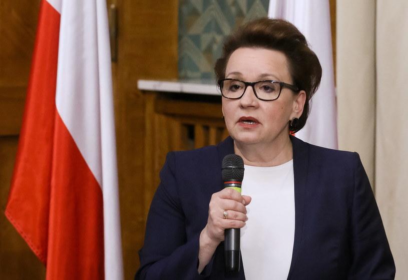 Minister Anna Zalewska podczas konferencji prasowej /Paweł Supernak/PAP /PAP