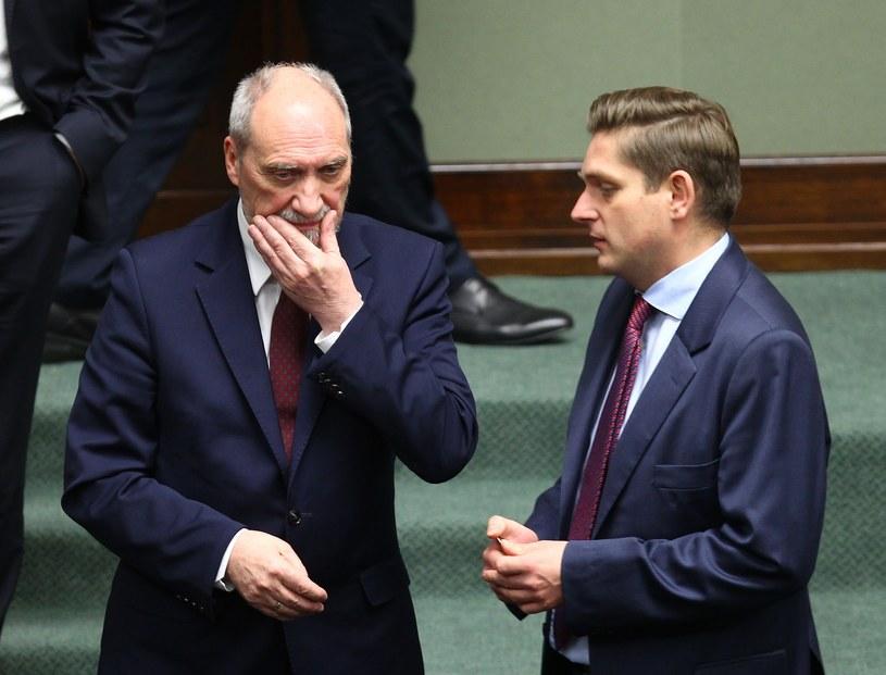 Minister Antoni Macierewicz i Bartosz Kownacki /Stanisław Kowalczuk /East News