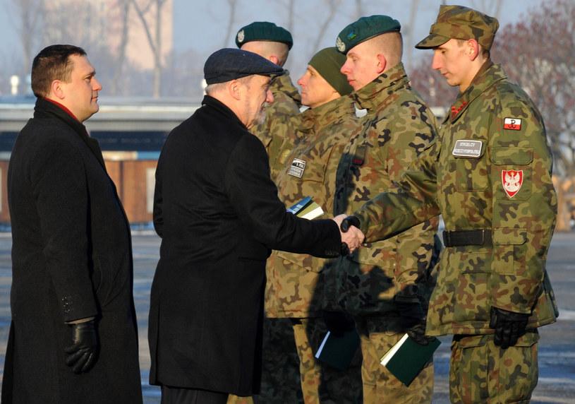 Minister Antoni Macierewicz podczas inaguracji roku szkoleniowego organizacji poborowych /Piotr Smoliński /Reporter