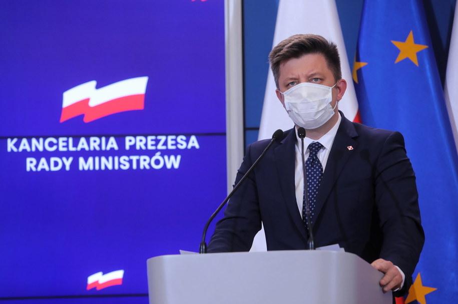 Minister, członek Rady Ministrów oraz szef KPRM Michał Dworczyk podczas konferencji prasowej /Wojciech Olkuśnik /PAP