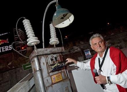 Minister Drzewiecki przy wyłączniku. Fot.: Red Bull /materiały prasowe