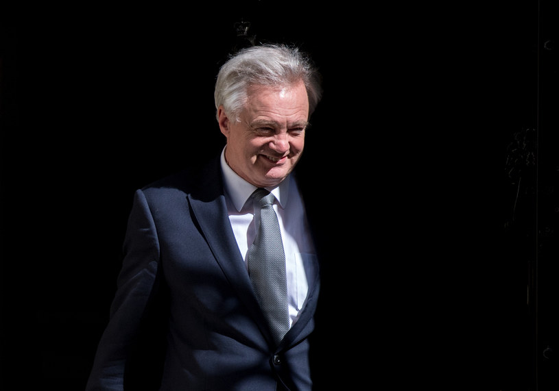 Minister ds. Brexitu David Davis /AFP