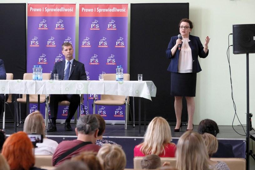 Minister edukacji Anna Zalewska (P) podczas spotkania z mieszkańcami Choroszczy /Artur Reszko /PAP