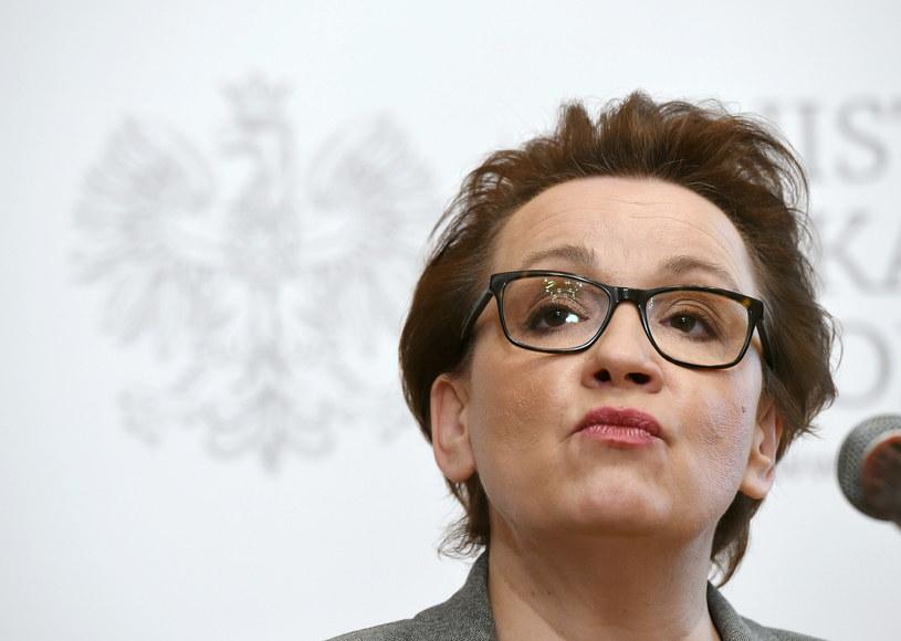 Minister edukacji narodowej Anna Zalewska podczas konferencji prasowej nt. podpisania rozporządzenia /Radek Pietruszka /PAP