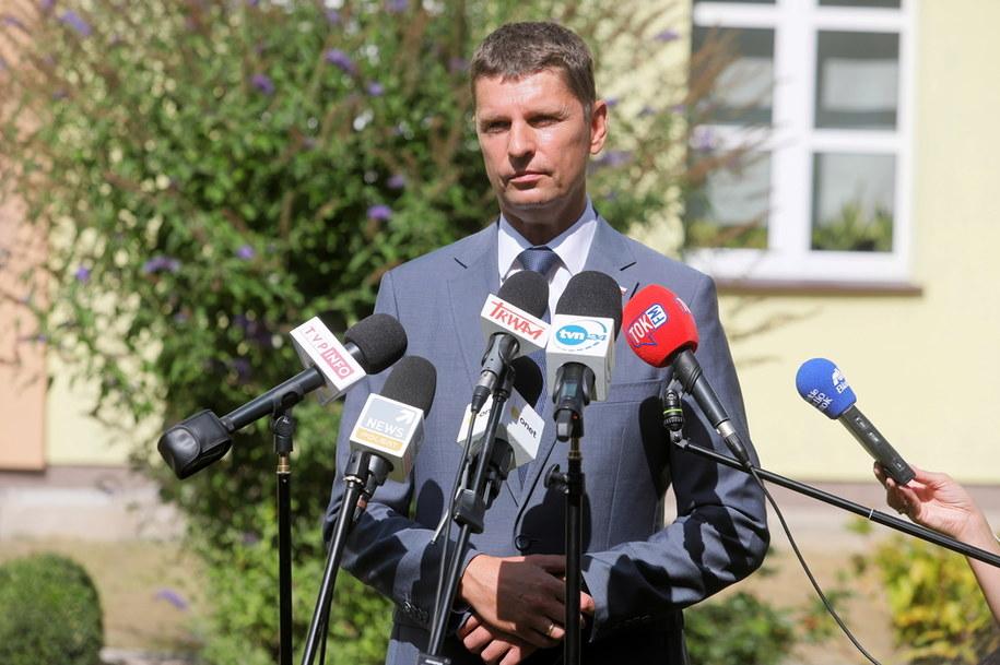 Minister edukacji narodowej Dariusz Piontkowski podczas briefingu prasowego / Artur Reszko    /PAP/EPA
