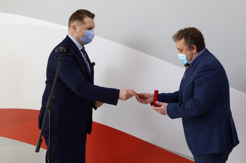 Minister edukacji narodowej i nauki Przemysław Czarnek i dyrektor XXXIV LO w Łodzi Dariusz Jakóbik /Twitter