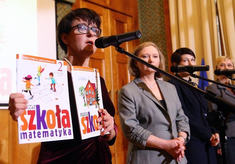 Minister Edukacji Narodowej podczas pierwszej odsłony darmowego podręcznika dla klasy 2 /Mariusz Grzelak/REPORTER /Reporter
