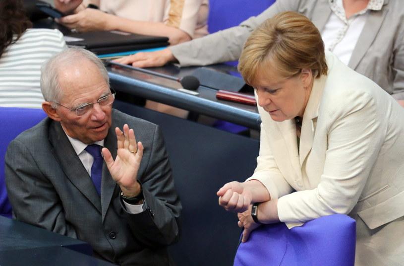 Minister finansów Niemiec Wolfgang Schaeuble i kanclerz Angela Merkel /Kay Nietfeld  /PAP/EPA