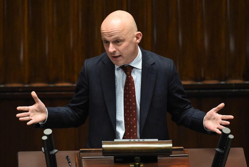 Minister finansów Paweł Szałamacha podczas posiedzenia Sejmu /Radek  Pietruszka /PAP