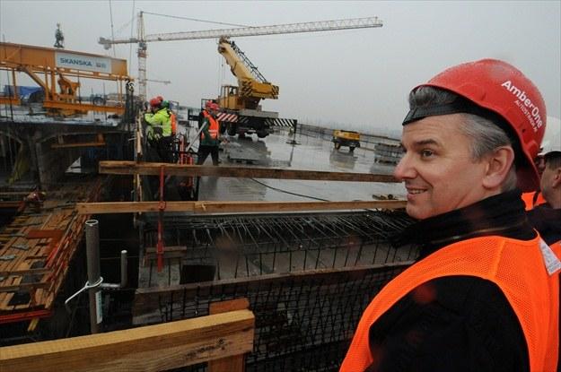 Minister Grabarczyk na budowie mostu /PAP