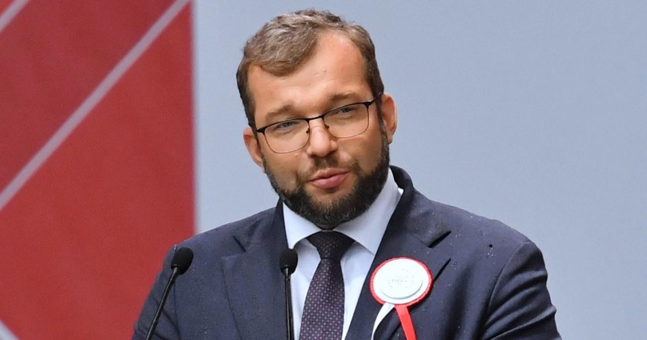 Minister Grzegorz Puda zwalnia urzędnika. Za kontakty z mediami