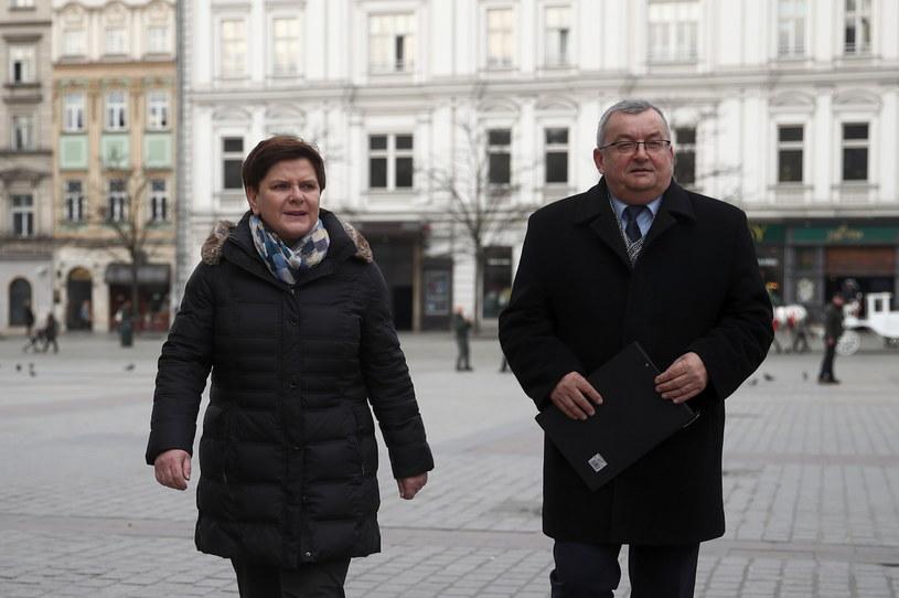 Minister infrastruktury Andrzej Adamczyk oraz europosłanka PiS Beata Szydło na Rynku Głównym w Krakowie //Łukasz Gągulski /PAP