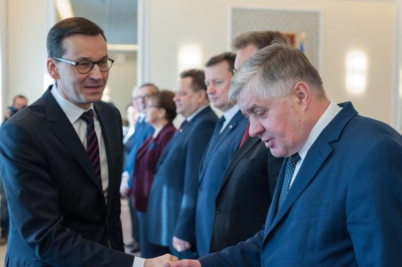 Minister Krzysztof jurgiel i premier Mateusz Morawiecki podczas posiedzenia Rady Ministrów /Grzegorz Krzyzewski /Reporter