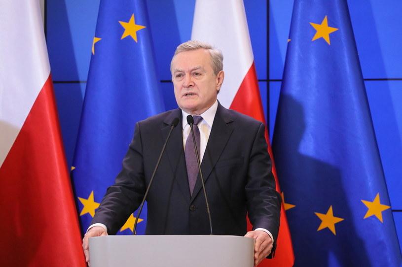 Minister kultury i dziedzictwa narodowego Piotr Gliński podczas konferencji prasowej w KPRM w Warszawie /Paweł Supernak /PAP
