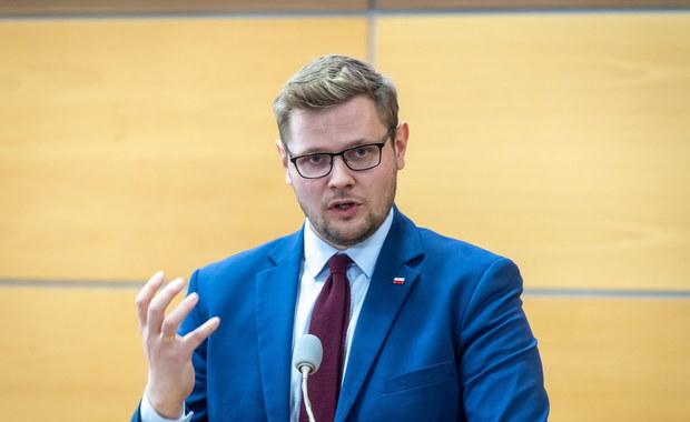 Minister Michał Woś zarażony koronawirusem