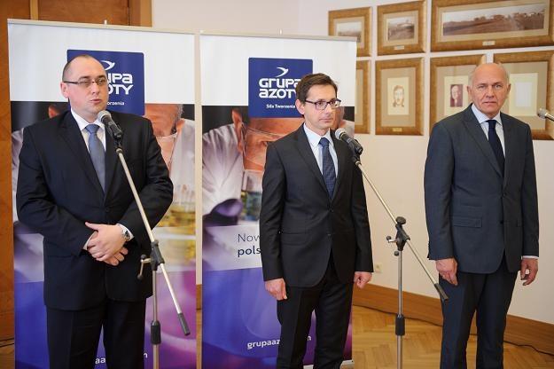 Minister Mikołaj Budzanowski (C), Jerzy Marciniak (P) z Tarnowa i Paweł Jerczewski (L) z Puław /PAP