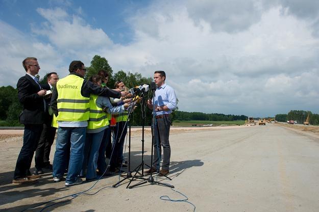 Minister Nowak ogłosił, które drogi będą budowane w najbliższych latach /PAP