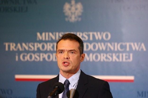 Minister Nowak zrezygnował już z kolei wysokich prędkości i zmian w prawach jazdy /PAP