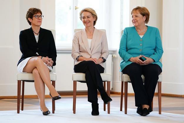 Minister obrony Annegret Kramp-Karrenbauer, poprzedniczka Ursula von der Leyen i  Angela Merkel /EPA